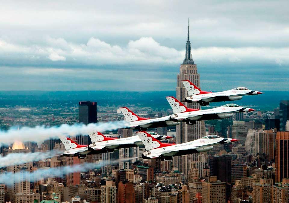 Aviones sobrehilando Nueva York