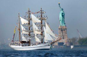 Barco en Nueva York Estatua de la Libertad