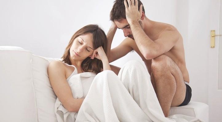 pareja preocupada