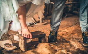 pies de una pareja