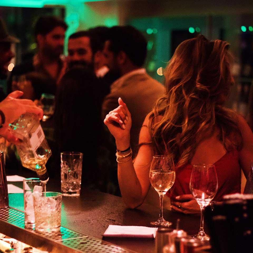 Pubs para parejas liberales en Madrid